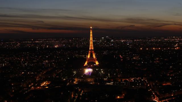 Zona da Torre Eiffel sofrerá obras e será devolvida aos peões em 2024
