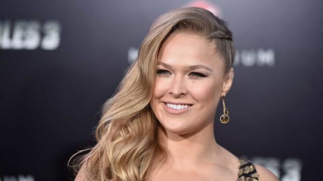 Insólito: Ronda Rousey sofre acidente e mostra o estado de dedo partido