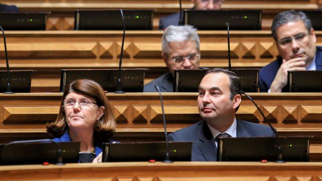 """PSD e CDS acusam PS de querer """"branquear"""" responsabilidades políticas"""