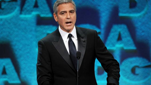 """George Clooney recorda acidente brutal: """"Parti o meu capacete ao meio"""""""
