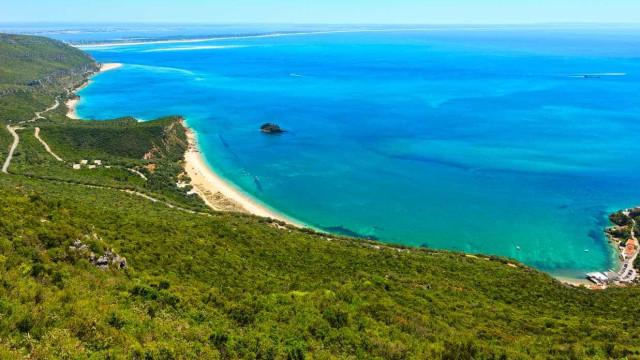Estacionamento nas praias da Arrábida vai custar 1 euro a cada 15 minutos