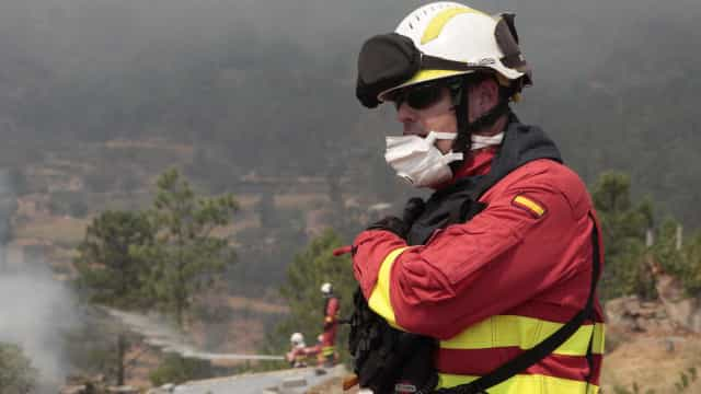 Duas aldeias de Mação cercadas pelo fogo. Estradas locais estão cortadas