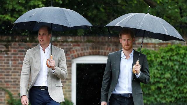 """William """"expulsou"""" Harry do palácio após """"discussão explosiva"""""""