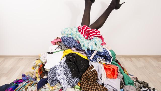 Roupa e mais roupa! As melhores dicas para organizar o armário