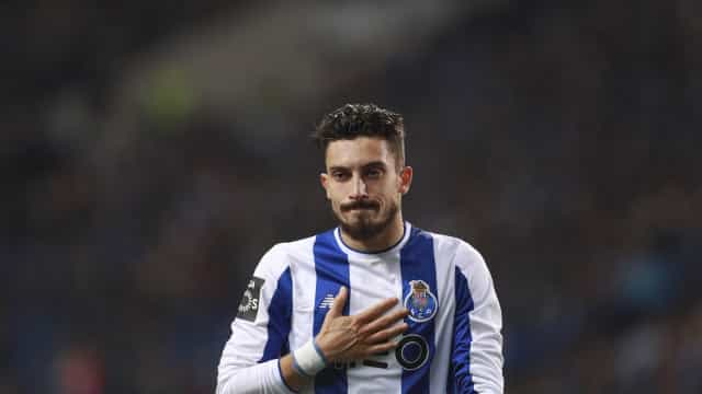 Alex Telles com estatuto de intocável e com renovação a ser preparada