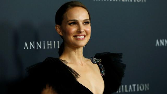 """Natalie Portman nega romance com DJ Moby: """"Erros e invenções"""""""