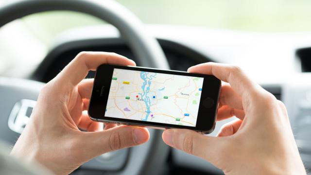 Agressor instalou GPS no carro da mulher para vigiá-la