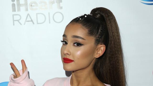 Ups! Ariana Grande quase irreconhecível em estátua de cera