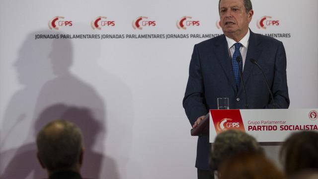 """Carlos César reivindica resultados só do PS e pede """"maioria expressiva"""""""