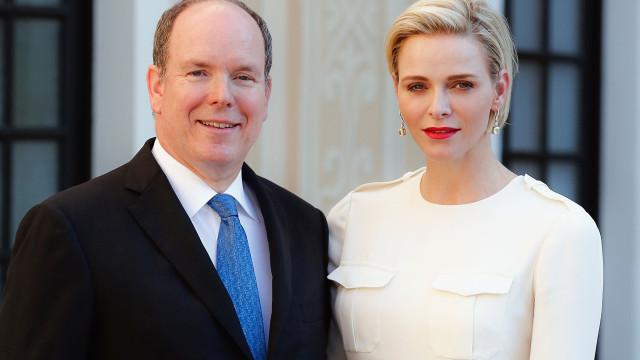 Eis a nova fotografia oficial do príncipe Alberto e Charlene do Mónaco