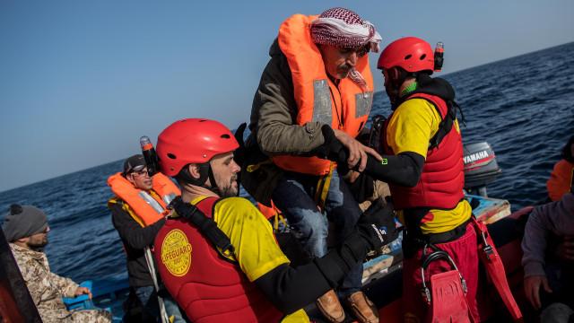 Open Arms anuncia autorização para desembarcar oito pessoas