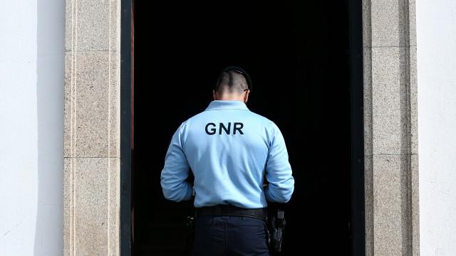 Um dos suspeitos de disparar contra dois militares da GNR já se entregou