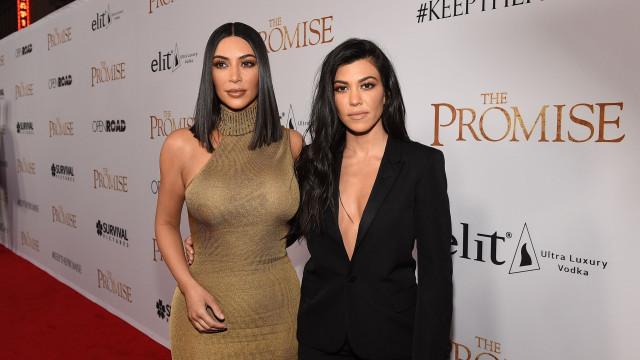 O motivo pelo qual Kourtney Kardashian agrediu a irmã, Kim Kardashian