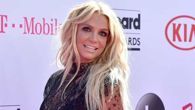 Britney Spears imparável! Cantora publica nova foto em topless