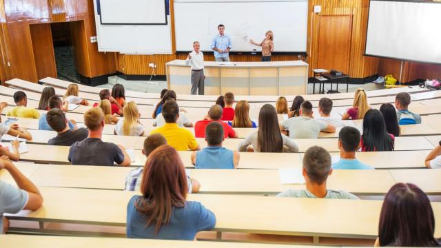 Concurso de acesso ao Ensino Superior arrancou. Saiba quantas vagas há