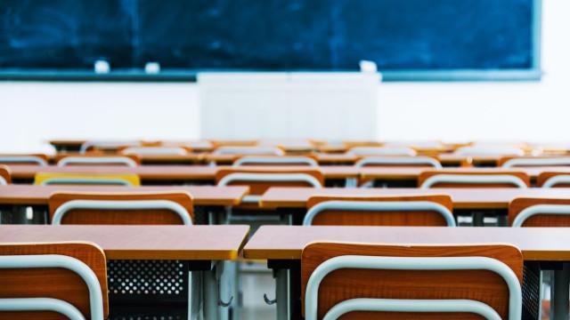 """Agrupamento de escolas em Gaia """"pode recorrer a bolsa de funcionários"""""""