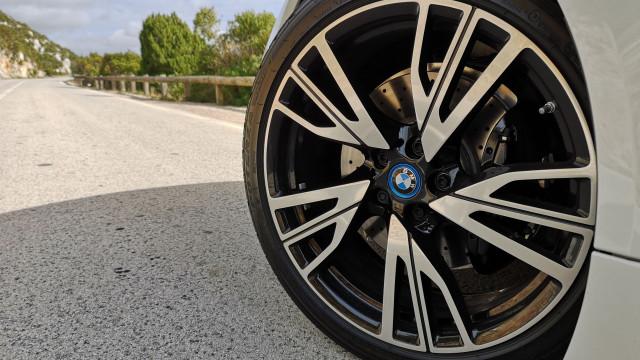 Cinco sinais de que precisa para verificar os travões do seu automóvel