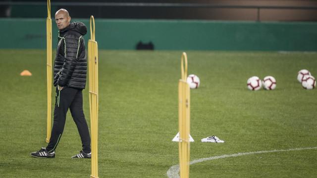 Keizer já prepara Taça e chama três sub-23 para o treino