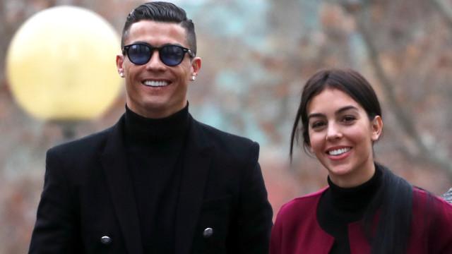 Ronaldo e Georgina Rodríguez posam com bebé Valentina em Lisboa