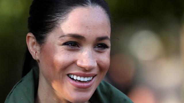 """Meghan Markle procurava um """"homem britânico famoso"""", revela amiga"""