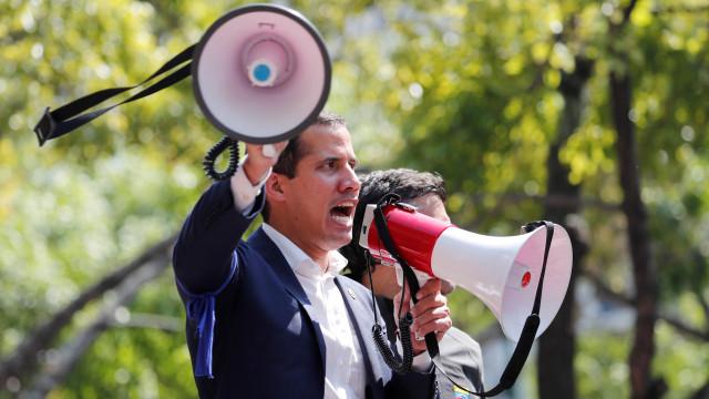 MP ordena detenção de funcionários por ajudarem Guaidó a viajar