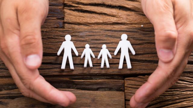 Apoio para ficar em casa com filhos alargado a trabalhadores domésticos