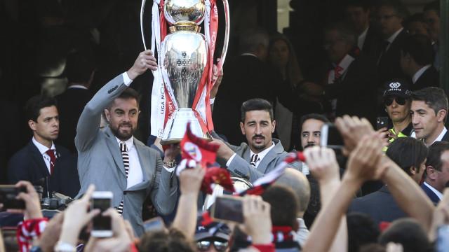 Benfica fez a festa na Câmara: Eis as fotos que assinalam o momento