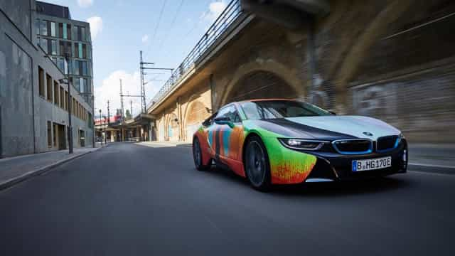 BMW i8 foi redesenhado por um escultor e o resultado foi este