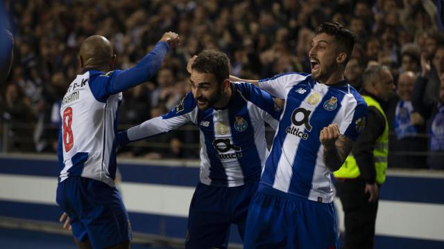 Adrián López está de saída e pode tornar-se colega de William Carvalho