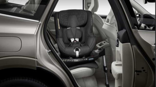Volvo apresenta revolucionária cadeira de criança para automóveis