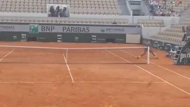 O ponto quase impossível de Monfils no treino em Roland Garros