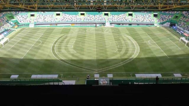 Sporting preparou relvado com 'corte especial' para a festa da Taça
