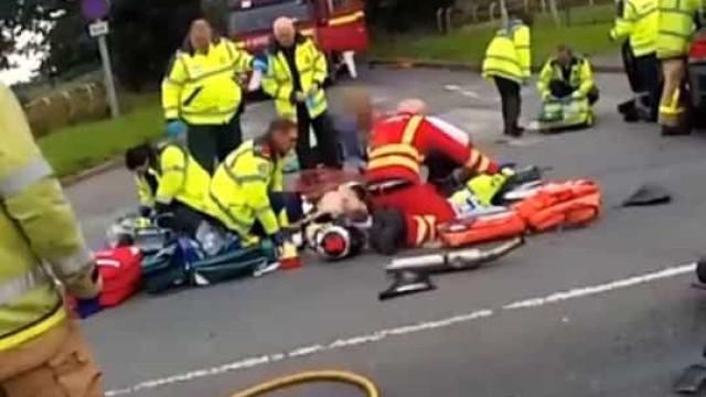 Vítima de acidente operada ao coração em plena estrada no Reino Unido