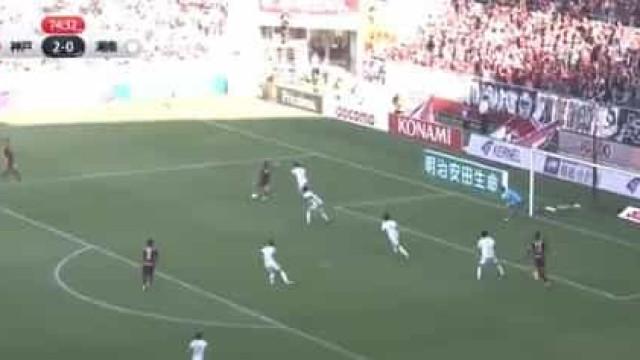 Aos 37 anos, David Villa continua a encantar com golos destes