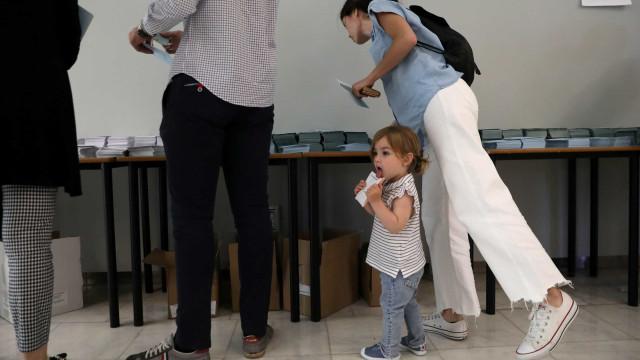 Bulgária: Partido conservador populista no poder vence eleições