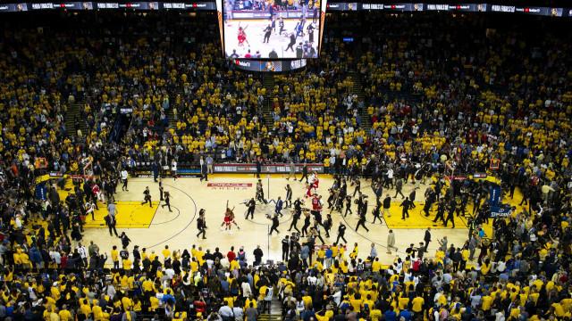 Confira os 10 jogadores da NBA que mais recebem por época