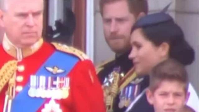 O 'puxão de orelhas' de Harry a Meghan Markle que se está a tornar viral