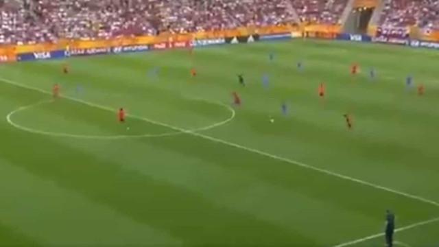 Tsitaishvili fez 'sprint', traiu meia equipa e marcou golo