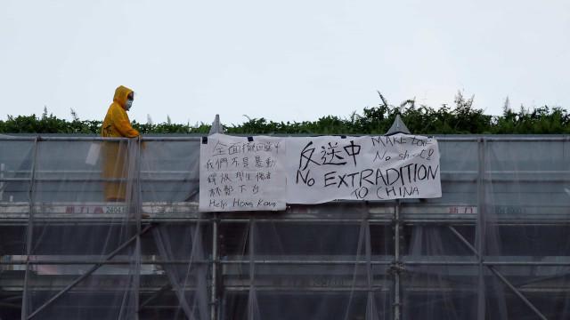 """Ativistas temem """"terror de detenções"""" após protestos em Hong Kong"""