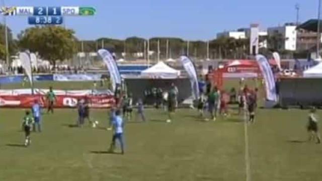 Pais armaram confusão e 'miúdos' deram exemplo no Málaga-Sporting