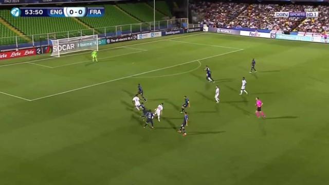 Phil Foden 'parte a louça toda' e marca um golaço no Euro de sub-21