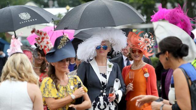 Desfile de excentricidade: Os chapéus mais exuberantes do Royal Ascot