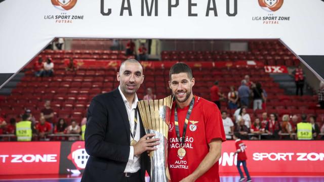 Benfica renova com o treinador que devolveu o título de futsal às águias