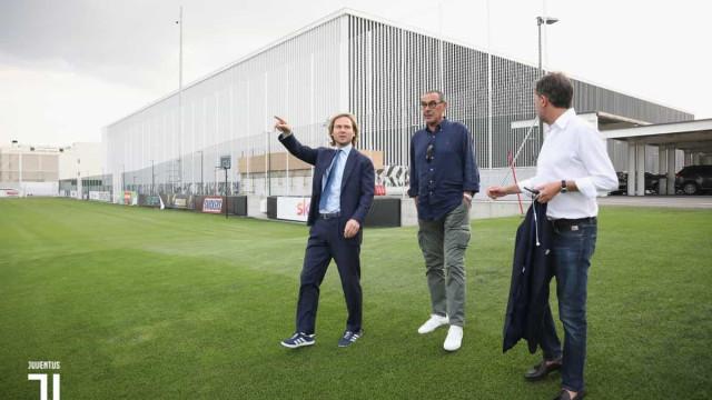 Sarri apresentado na Juventus. As promessas e as palavras sobre Ronaldo