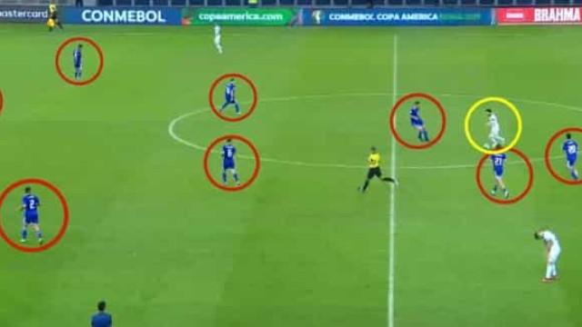 'Messi contra o mundo'. A jogada contra o Paraguai que já corre o mundo