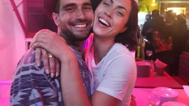 Débora Monteiro surpreendida pelo namorado em dia de aniversário