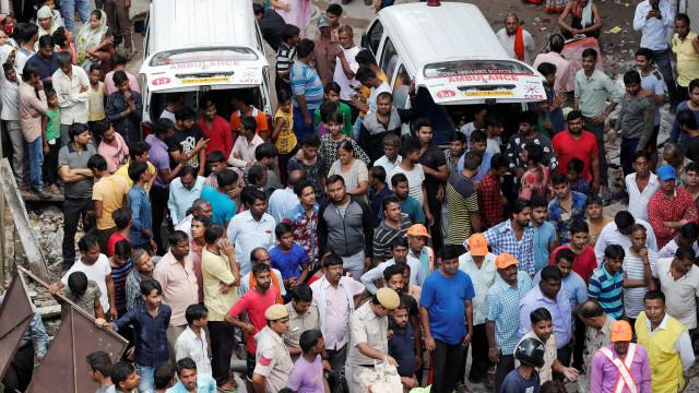Tenda cai durante cerimónia religiosa e mata 14 pessoas. Há 50 feridos