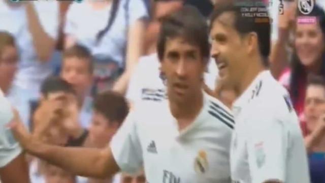 O tempo voltou atrás e Raúl marcou pelo Real Madrid no Bernabéu