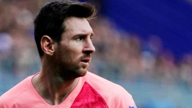 Lionel Messi exibe novo corte de cabelo