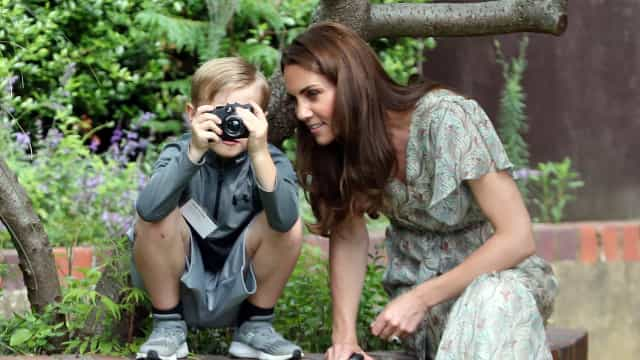 Sorria! Kate Middleton encanta em workshop de fotografia